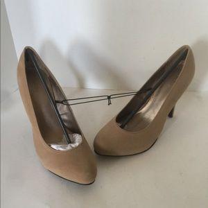 NWOB Forever 21 Size 8 Tan Platform Heels